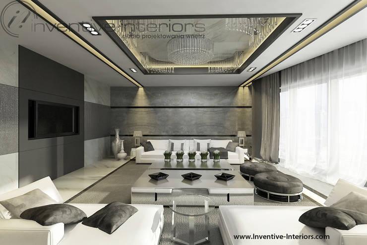 Marmur i jasne sofy w salonie: styl , w kategorii Salon zaprojektowany przez Inventive Interiors