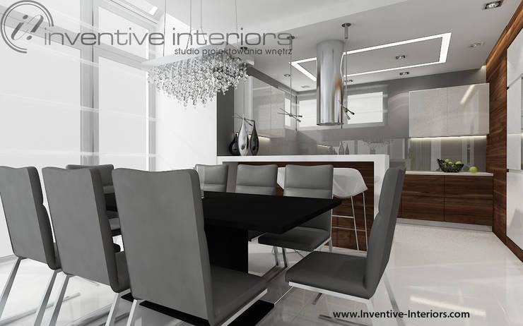INVENTIVE INTERIORS – Dom z wysokim salonem: styl , w kategorii Jadalnia zaprojektowany przez Inventive Interiors