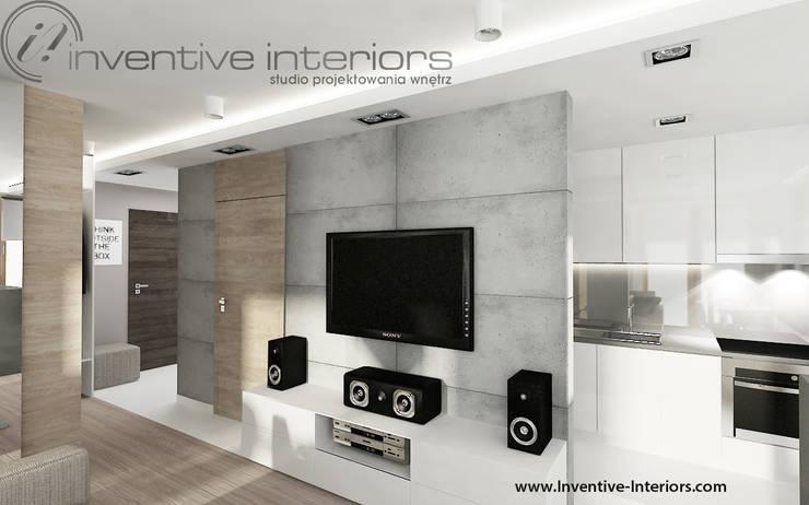 Beton w salonie: styl , w kategorii Salon zaprojektowany przez Inventive Interiors