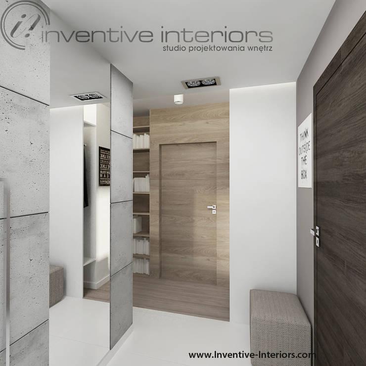Beton i lustro w przedpokoju: styl , w kategorii Korytarz, przedpokój zaprojektowany przez Inventive Interiors