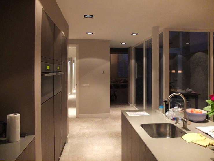 Woonkeuken:  Keuken door Engelman Architecten BV