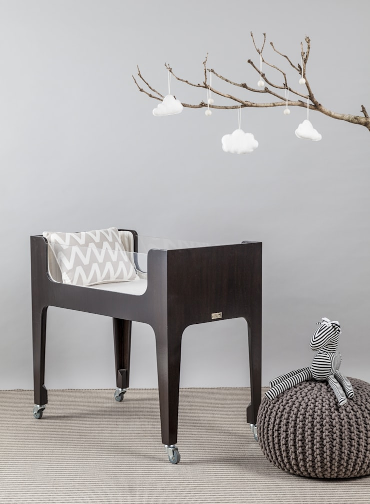 CATRE HANNA-madera con lustre oscuro: Dormitorios infantiles  de estilo  por KLAUN