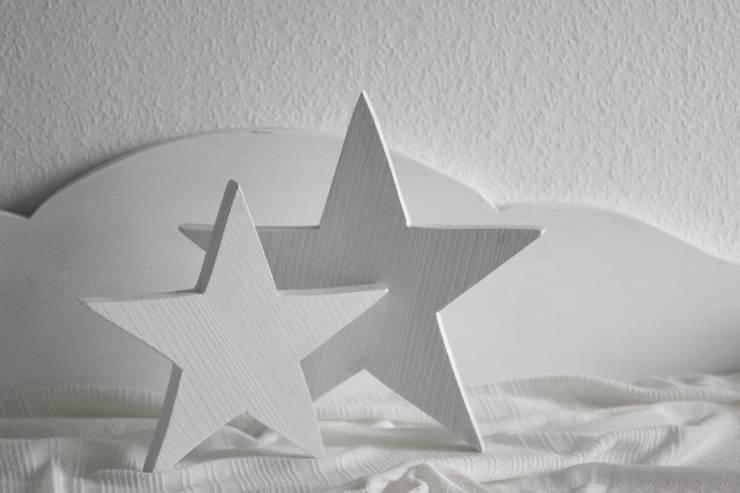 Holz Sterne Weiß Landhaus Set: landhausstil Wohnzimmer von JulaMade