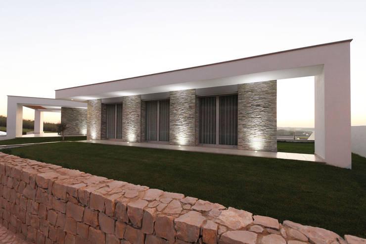 Casas de estilo  por SOUSA LOPES, arquitectos