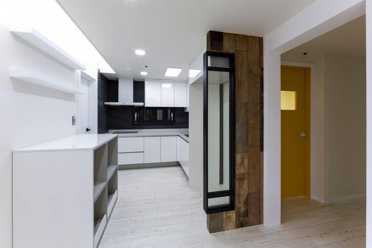 광진구 현대아파트 35평 : dual design의  다이닝 룸