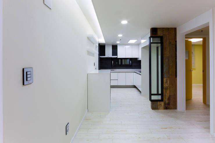 광진구 현대아파트 35평 : dual design의  다이닝 룸,모던