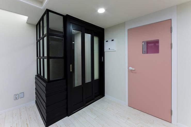 광진구 현대아파트 35평 : dual design의  거실,모던