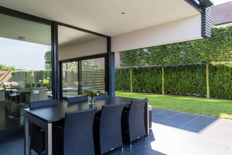 Woonhuis PMTJ Eindhoven :  Eetkamer door 2architecten, Modern