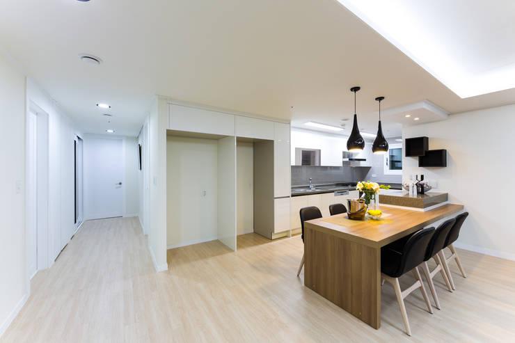 동탄2신도시 꿈의그린 44평: dual design의  다이닝 룸
