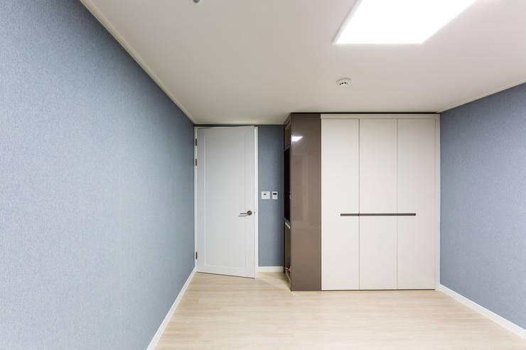 동탄2신도시 꿈의그린 44평: dual design의  침실