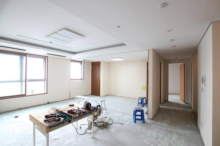 소공동 남산롯데캐슬 47평: dual design의  거실
