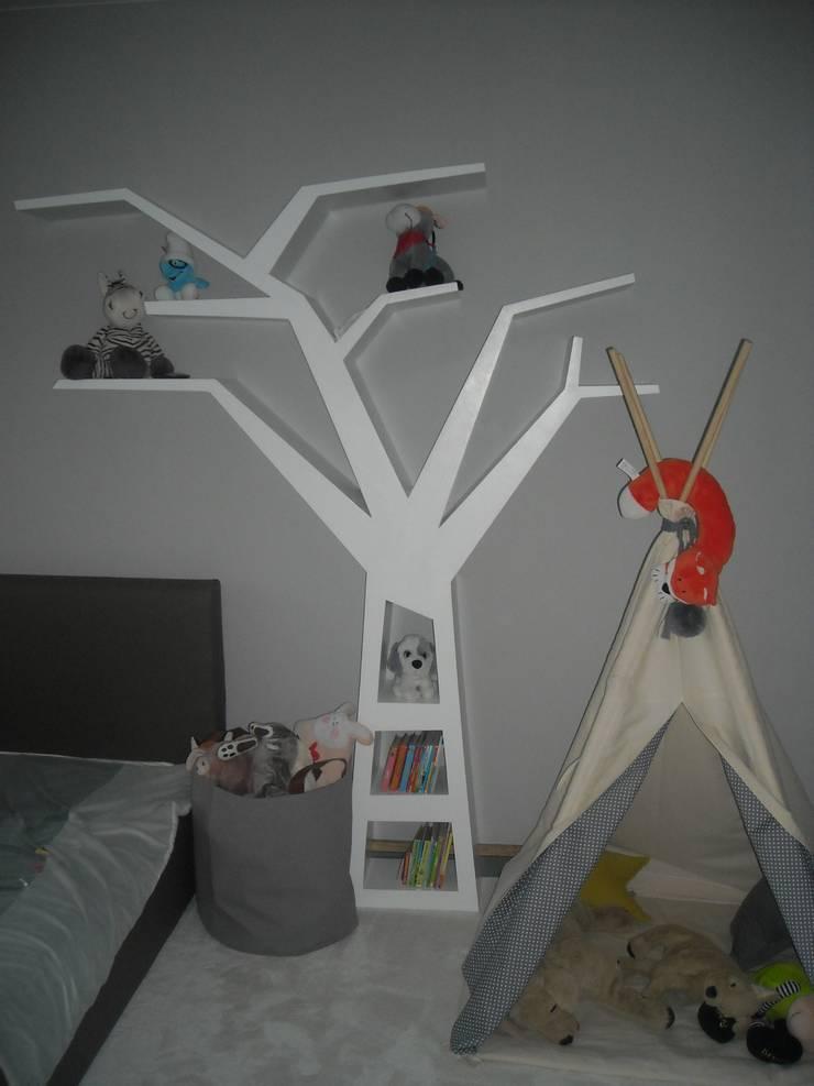 Regał drzewo : styl , w kategorii Pokój dziecięcy zaprojektowany przez INSPIRUJĄCE PÓŁKI
