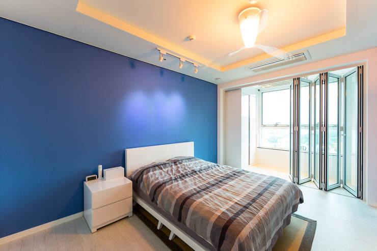 소공동 남산롯데캐슬 47평: dual design의  침실