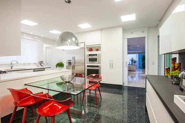 Residência DF: Salas de jantar  por Adriana Di Garcia Design de Interiores Ltda