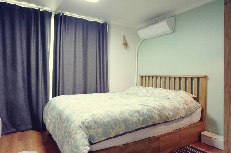 Scandinavian style bedroom by homelatte Scandinavian