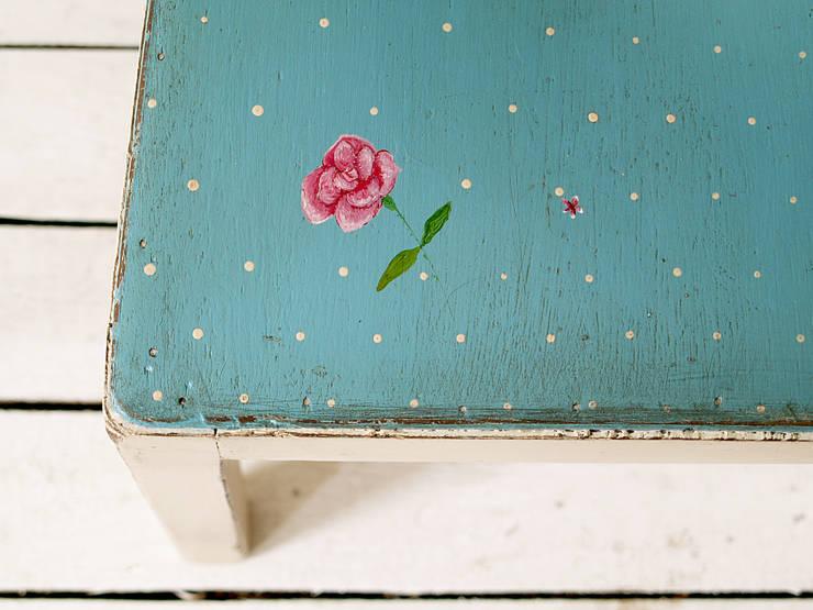 Różane Krzesło: styl , w kategorii Kuchnia zaprojektowany przez Treefabric