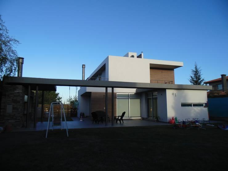 VIVIENDA UNIFAMILIAR Casas modernas: Ideas, imágenes y decoración de YANCARELLI - GOMEZ CODINA arquitectos Moderno Ladrillos