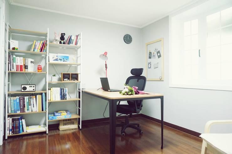 Estudios y oficinas de estilo  por homelatte