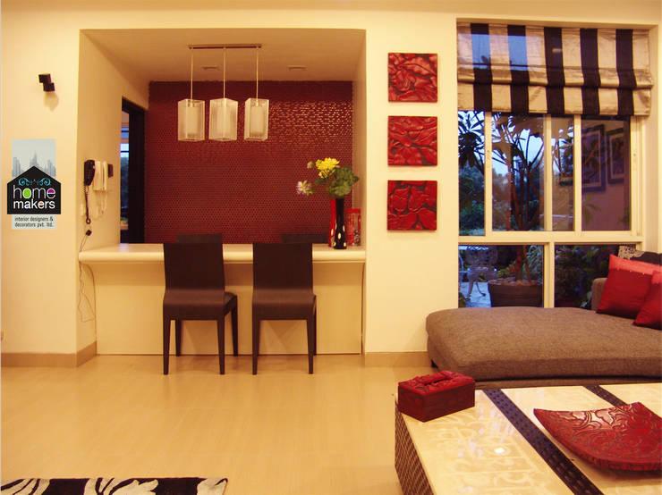 Salle à manger de style  par home makers interior designers & decorators pvt. ltd.