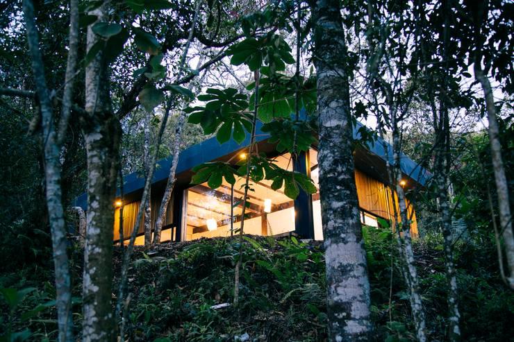 REFORMA CABAÑA SANTA ELENA: Casas de estilo  por CASA CALDA