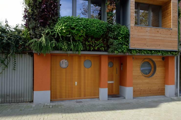 immeuble écologique- modulable et recyclée(projet pouvant être évolutif selon la situation futur)-très basse énergie: Maisons de style  par atelier espace architectural marc somers