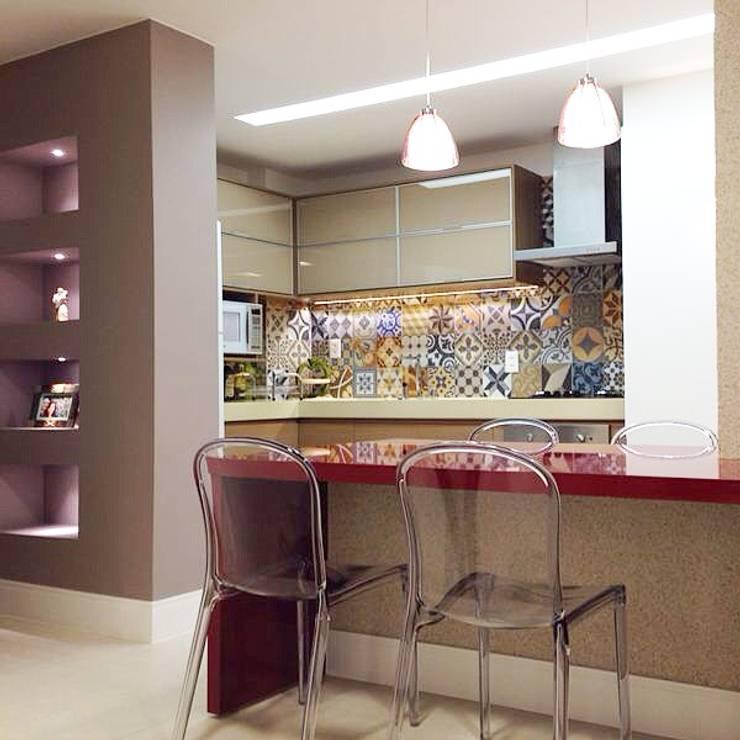 Cozinha Americana: Cozinha  por Palloma Meneghello Arquitetura e Interiores