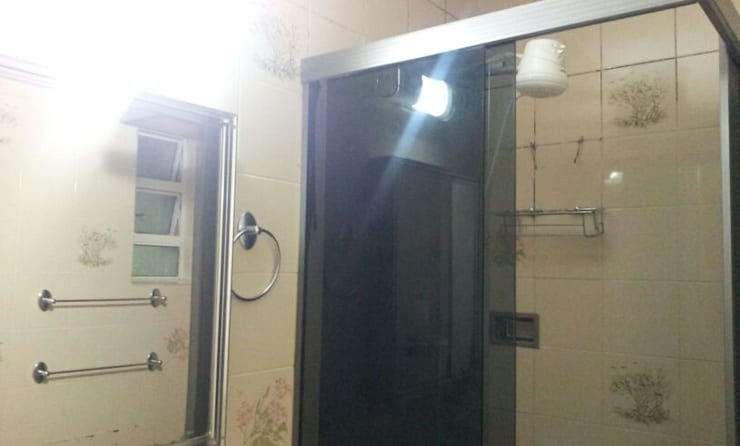 Banheiro antes da reforma:   por Palloma Meneghello Arquitetura e Interiores,