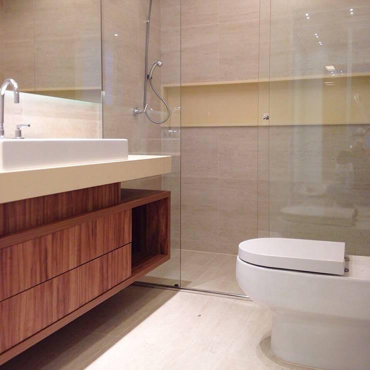 Baños de estilo  por Palloma Meneghello Arquitetura e Interiores