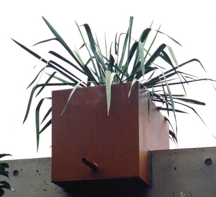 植栽の壁: ユミラ建築設計室が手掛けた庭です。