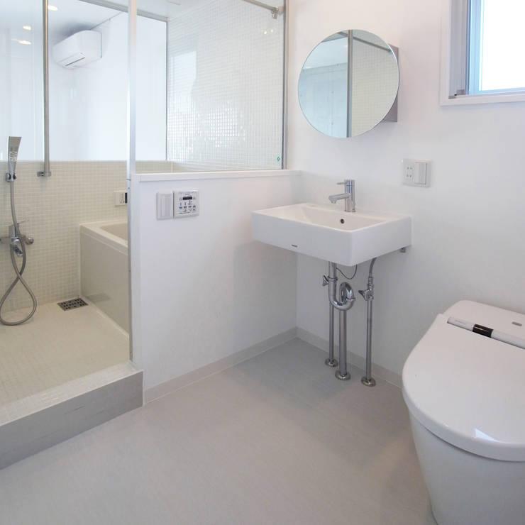 立川の賃貸マンション: ユミラ建築設計室が手掛けた浴室です。