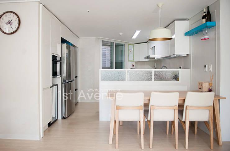 Kitchen by 퍼스트애비뉴