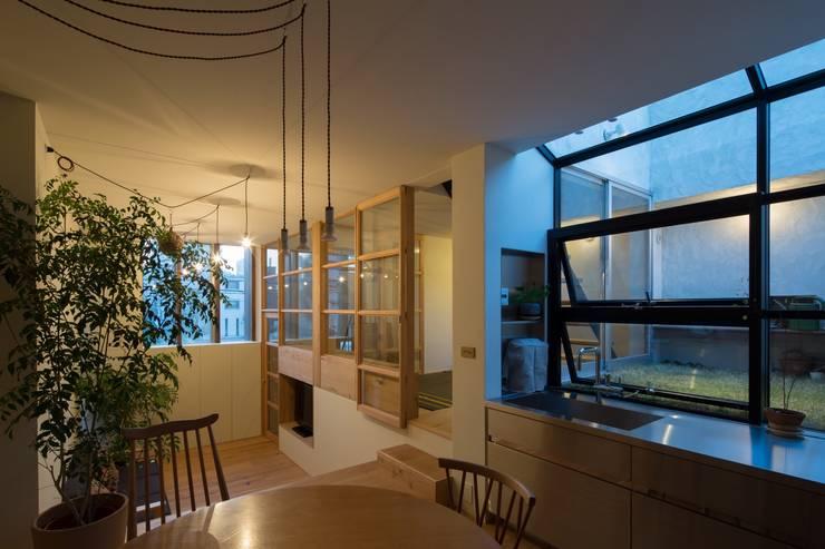 Comedores de estilo moderno de Mimasis Design/ミメイシス デザイン Moderno