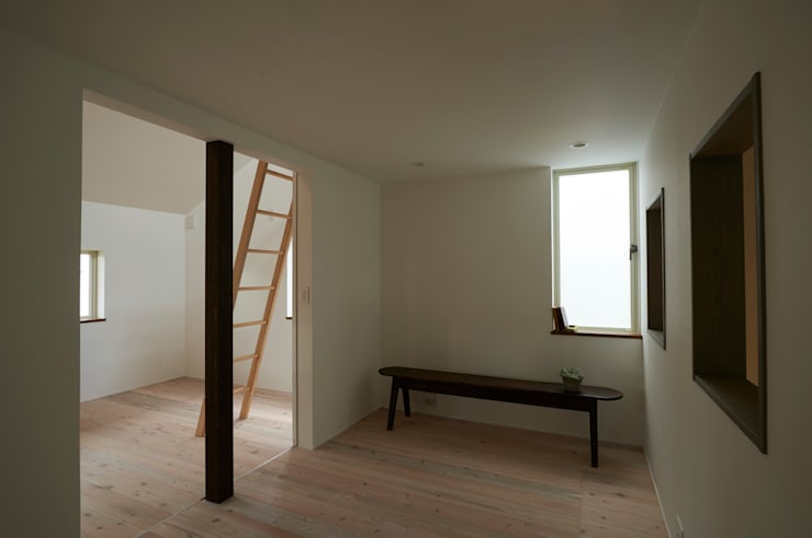 Salas multimedia de estilo moderno de Mimasis Design/ミメイシス デザイン Moderno Madera Acabado en madera