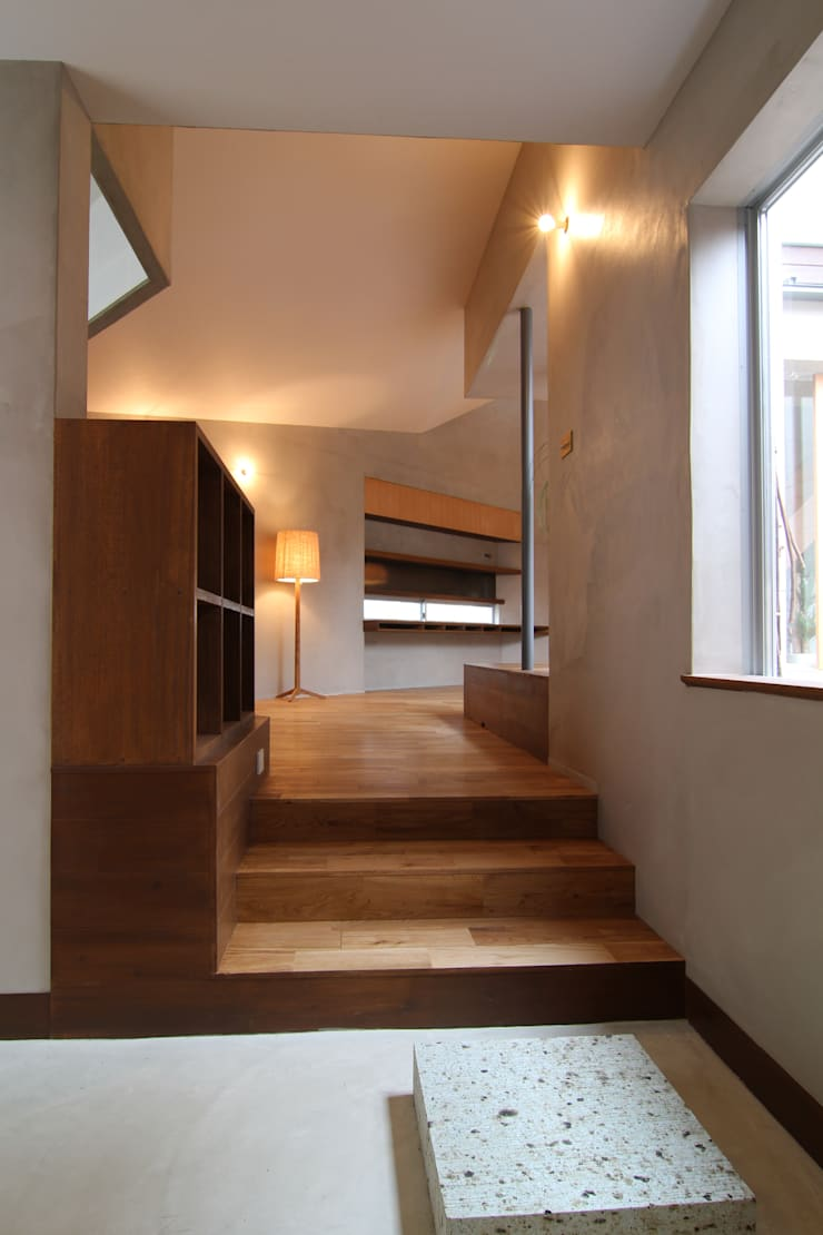 House in Higashinada: Mimasis Design/ミメイシス デザインが手掛けた廊下 & 玄関です。