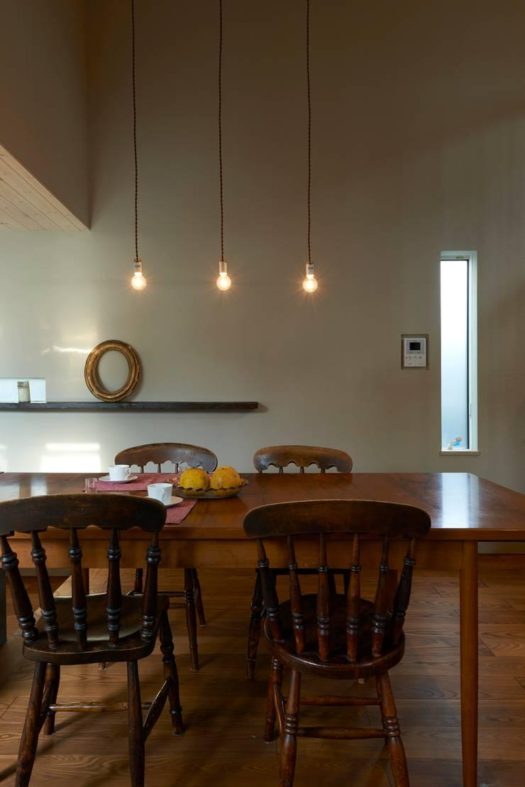 House in Higashikanmaki: Mimasis Design/ミメイシス デザインが手掛けたダイニングです。