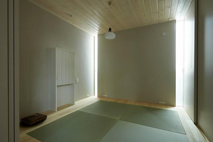 House in Higashikanmaki: Mimasis Design/ミメイシス デザインが手掛けた和室です。
