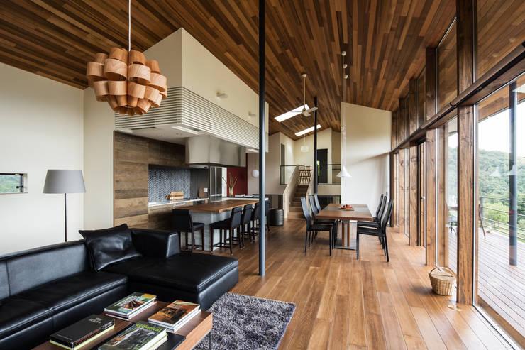 Projekty,  Salon zaprojektowane przez Mimasis Design/ミメイシス デザイン