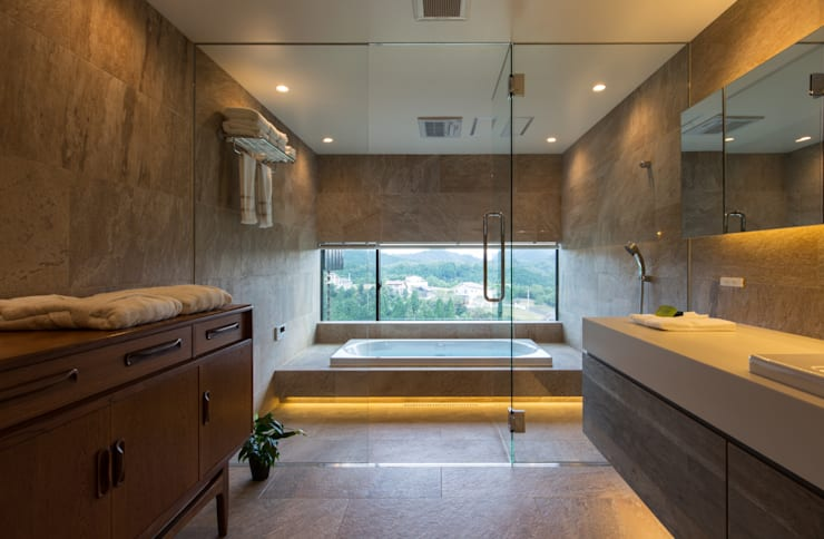 Modern style bathrooms by Mimasis Design/ミメイシス デザイン Modern