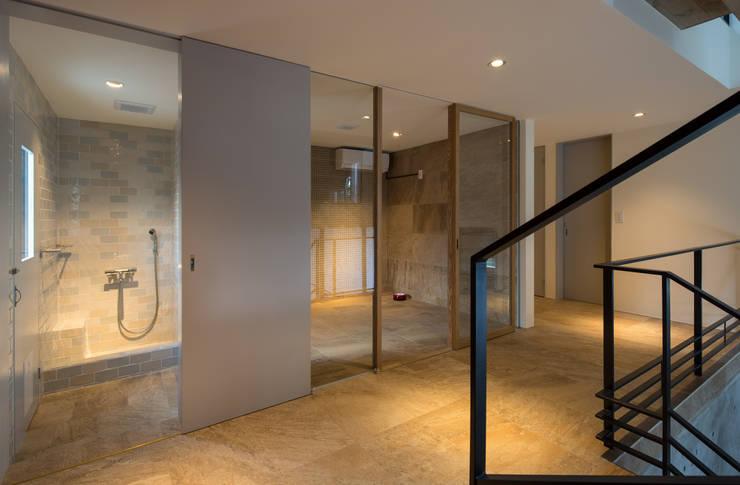 Baños de estilo  por Mimasis Design/ミメイシス デザイン, Moderno