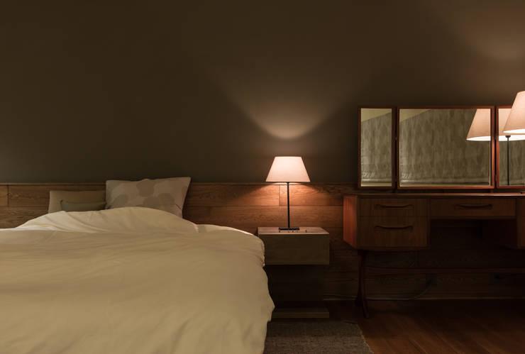 House in Sayo: MimasisDesign [ミメイシスデザイン]が手掛けた寝室です。