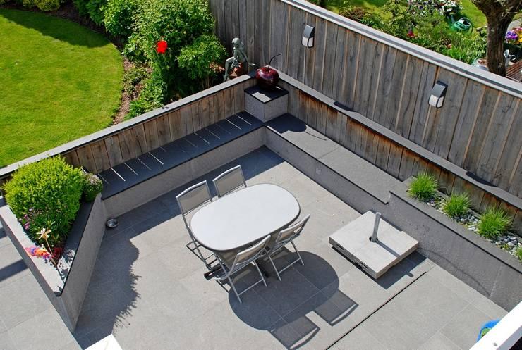 Jardin avec coin repas de 400M² : Jardin de style de style Moderne par RVB PAYSAGE