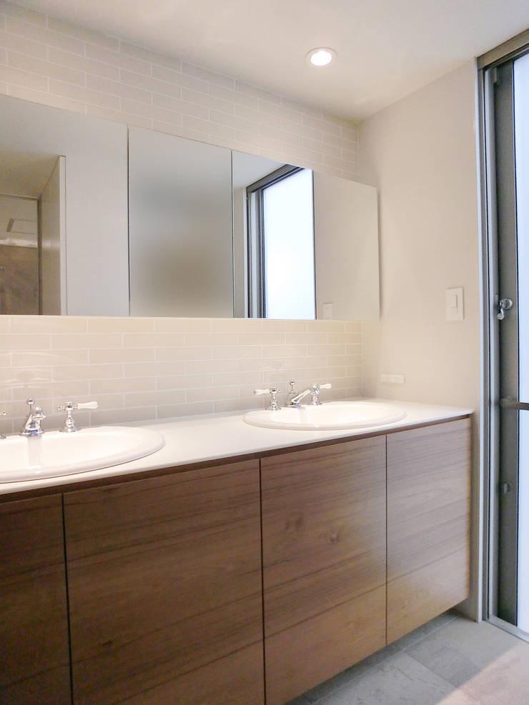 House in Matsugasaki: Mimasis Design/ミメイシス デザインが手掛けた浴室です。