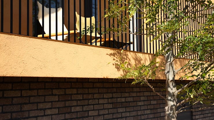 House in Kunimidai: Mimasis Design/ミメイシス デザインが手掛けたテラス・ベランダです。