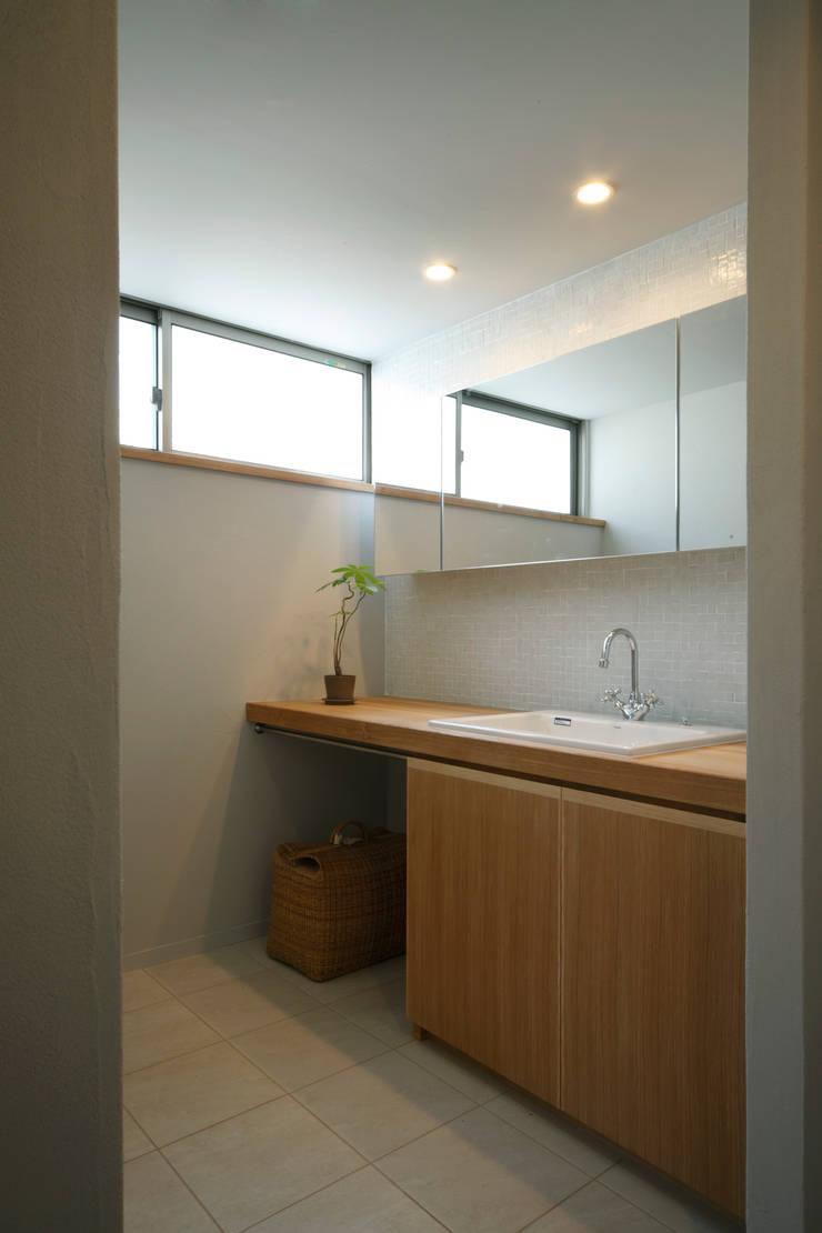 House in Kunimidai: Mimasis Design/ミメイシス デザインが手掛けた浴室です。