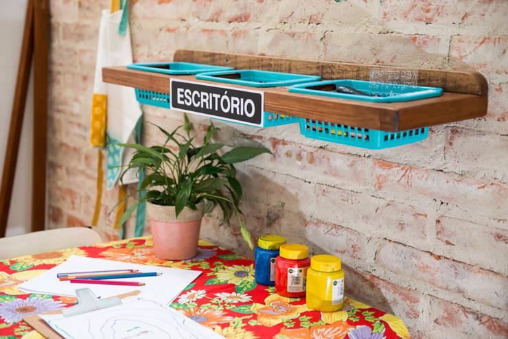Escritório Infantil: Corredores e halls de entrada  por Falchetti Photo Concept