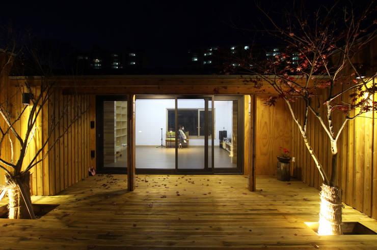 Casas de estilo  de 비온후풍경 ㅣ J2H Architects