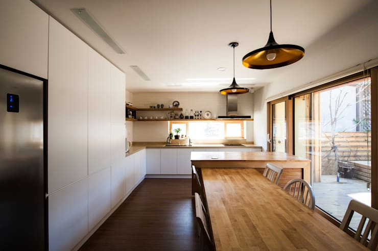 Kitchen by 비온후풍경 ㅣ J2H Architects