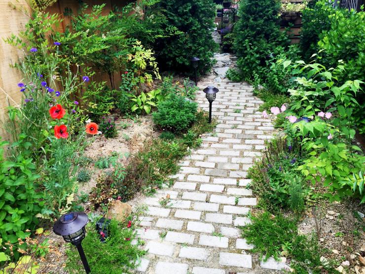 비온후풍경 ㅣ J2H Architects:  tarz Bahçe