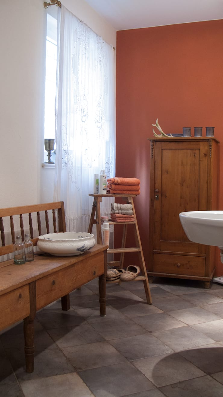 Klassisches Badezimmer auf dem Lothshof:  Badezimmer von Büro Köthe