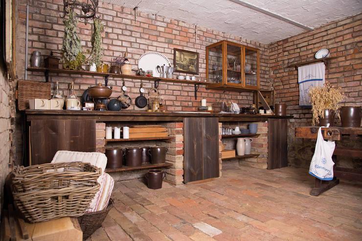 Sommerküche auf dem Lothshof: landhausstil Küche von Büro Köthe